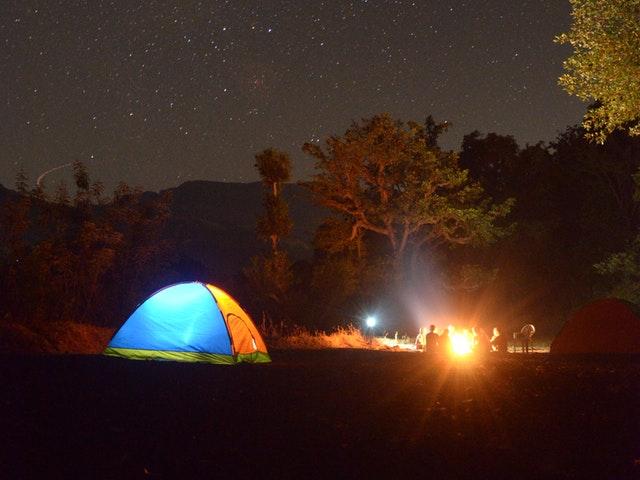 Ett tält i mörker